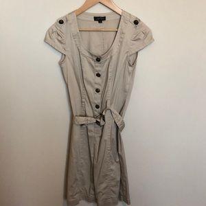 Super cute Tahari khaki dress size 4